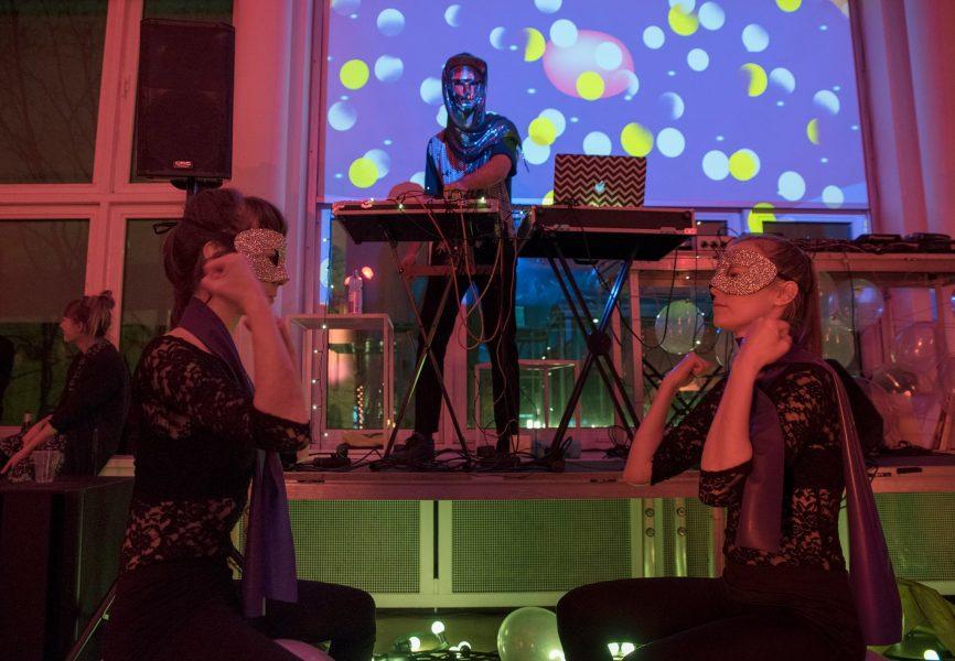 SU/MU представляет ежегодную программу Дома искусства на празднике по случаю открытия Gram Prom.
